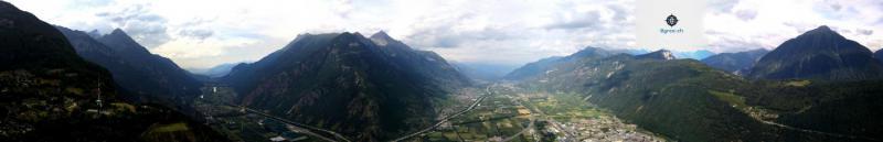 La plaine valaisanne depuis Ravoie (drone)